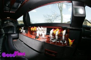10 Passenger Lincoln Town Car Stretch Limousine Interior 300x200 10 Passenger Lincoln Town Car Stretch Limousine Interior