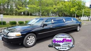 10 passenger black lincoln town car stretch limo 1 exterior 300x169 10 passenger black lincoln town car stretch limo 1 exterior