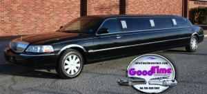 10 passenger black lincoln town car stretch limo 2 exterior 300x136 10 passenger black lincoln town car stretch limo 2 exterior