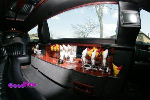 10 passenger black lincoln town car stretch limo Int 5 300x200 10 passenger black lincoln town car stretch limo Int 5