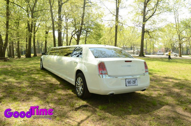 Chrysler 300 Stretch Limos Rental Service LIMO RENTAL FLEET
