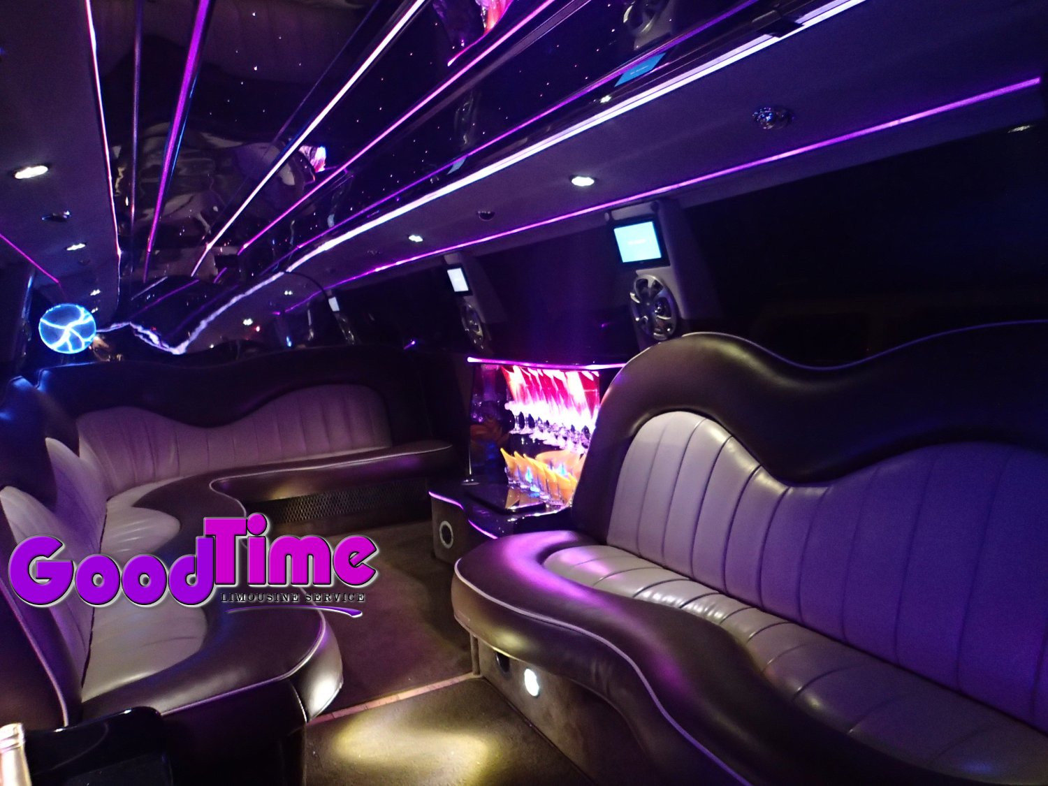 Ford F650 SUV Stretch Limo Hummer Killer 30 passengers int 2 1 TORONTO LIMO RENTAL FLEET