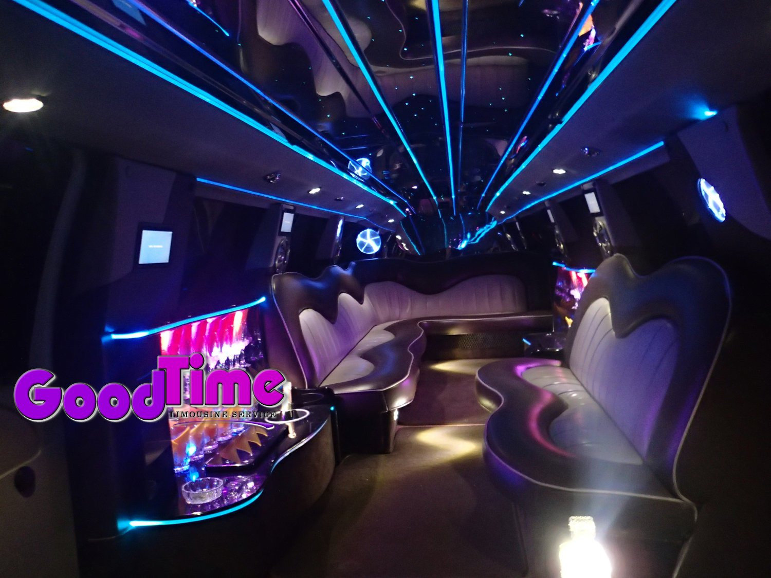 Ford F650 SUV Stretch Limo Hummer Killer 30 passengers int 3 1 TORONTO LIMO RENTAL FLEET