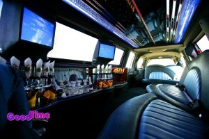 Lincoln Navigator SUV Stretch Limo Int 3 300x200 Lincoln Navigator SUV Stretch Limo Int 3