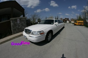 Lincoln Town Car Stretch Limo Ext 3 300x200 Lincoln Town Car Stretch Limo Ext 3
