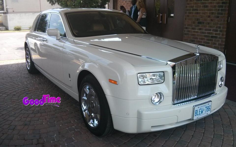 Rolls Royce Phantom White Limo Ext 1 1 960x600 c TORONTO LIMO RENTAL FLEET