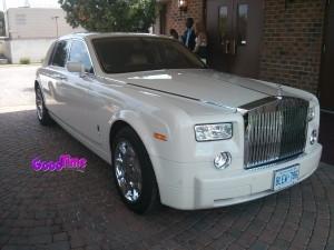 Rolls Royce Phantom White Limo Ext 1 300x225 Rolls Royce Phantom White Limo Ext 1