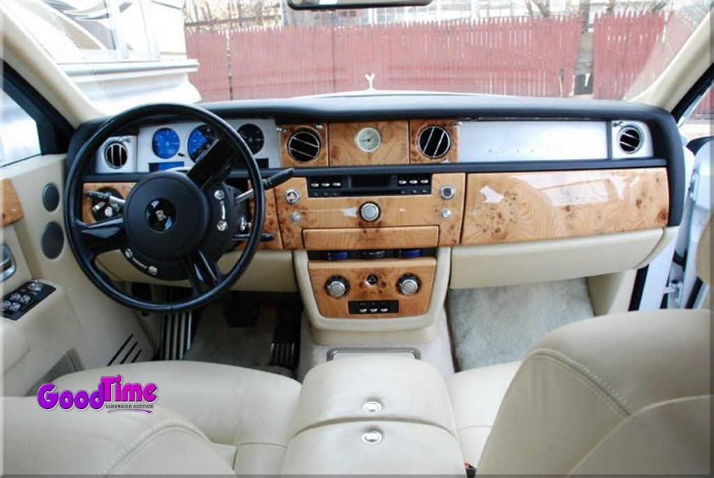 Rolls Royce Phantom White Limo Int 51 1024x686 TORONTO LIMO RENTAL FLEET