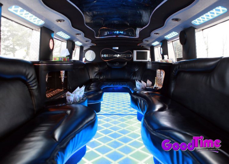 SUV Hummer Limo Interior USB AUX Docking Station TORONTO LIMO RENTAL FLEET
