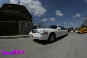 lincoln town car stretch limo ext 2 300x200 lincoln town car stretch limo ext 2